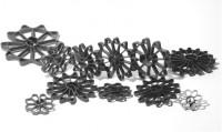 Группа фиксаторов, обеспечивающих формирование защитного слоя при вертикальном армировании
